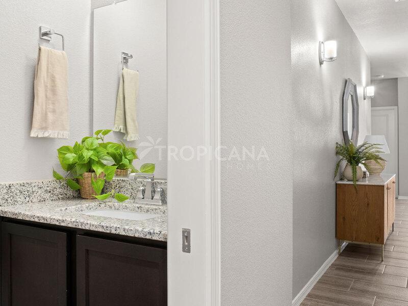 Kandy model home - Half bathroom and hall
